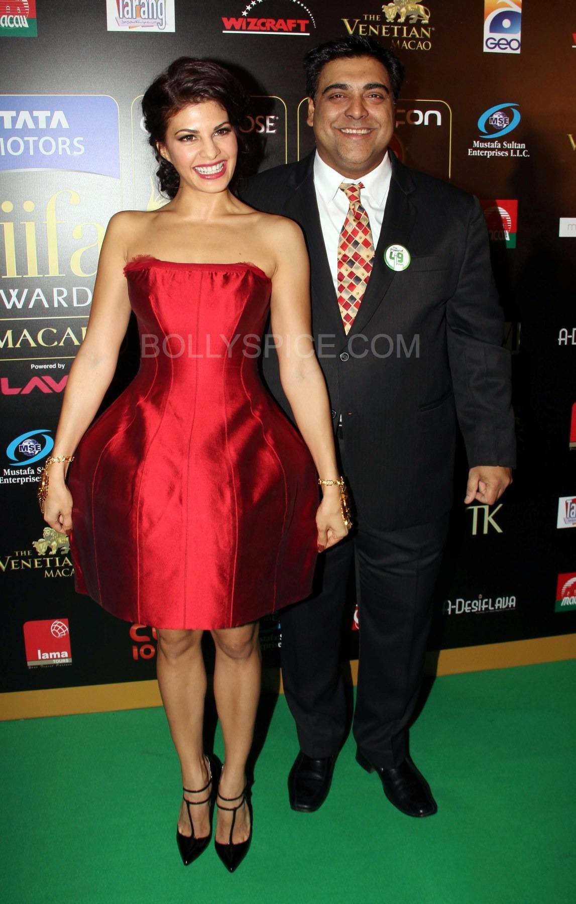 Jacquline Fernandez and Ram Kapoor at IIFA Rocks Green carpet