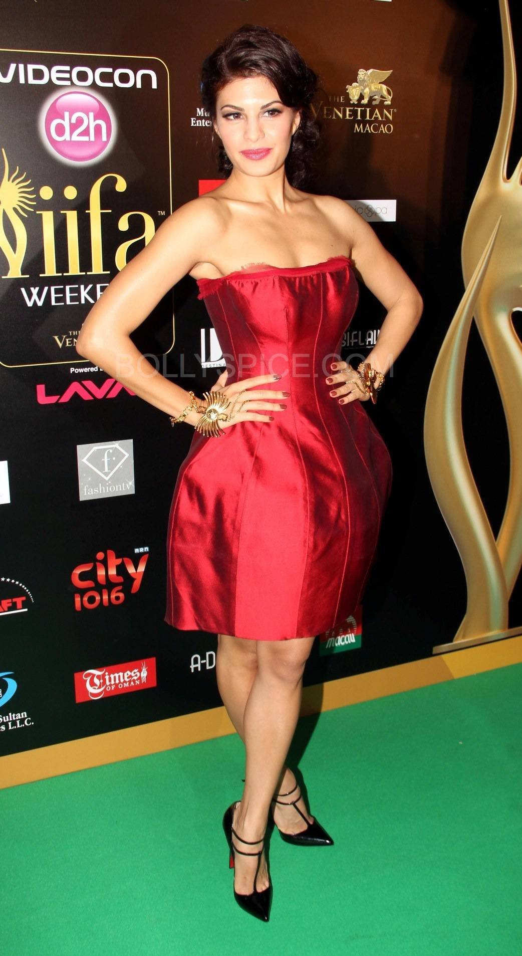 Jacquline Fernandez at IIFA Rocks Green carpet More from IIFA Rocks including winners and more Green Carpet pics! Pics added!