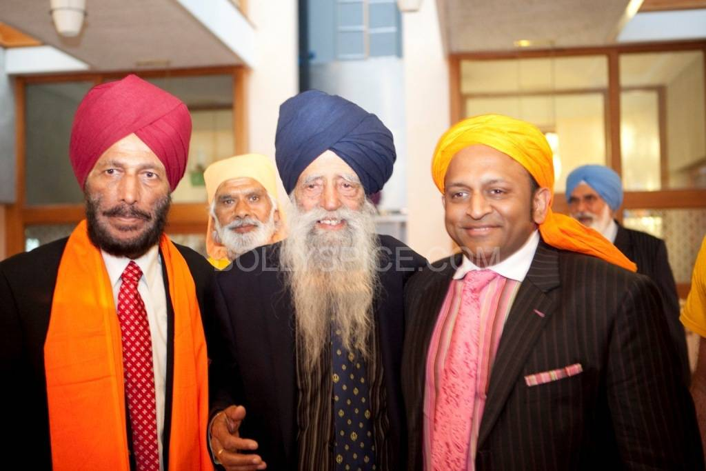 L to R Milkha Singh; Fauja Singh; Deepak Kuntawala, Founder of DVK