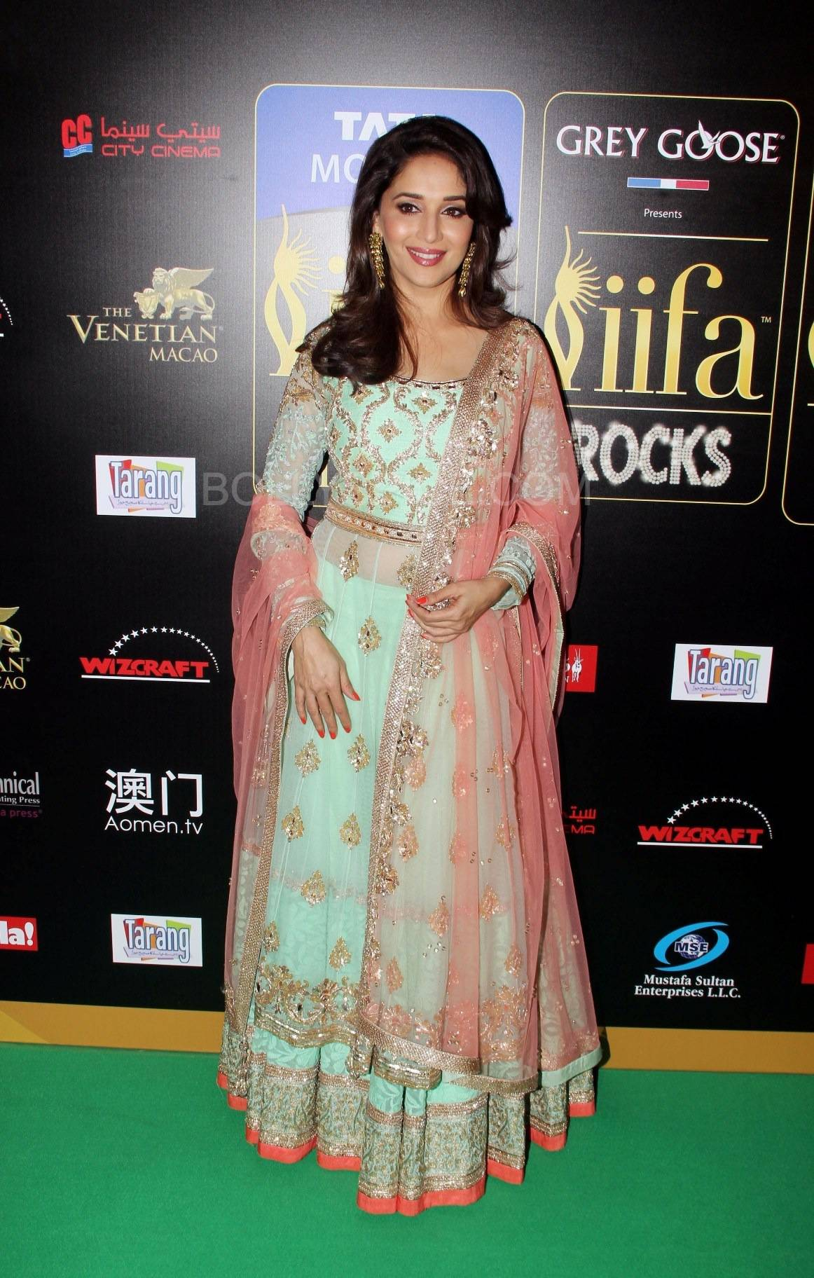 Madhuri Dixit Nene at IIFA Rocks Green carpet