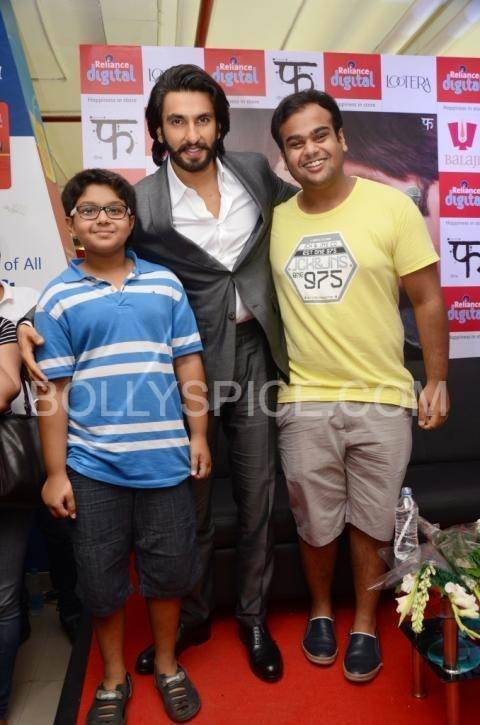 Ranveer Singh Posing with his fans at Reliance Digital, Gurgaon