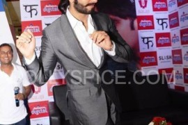 Ranveer Singh does an Impromptu Jig at the Reliance Digital Store