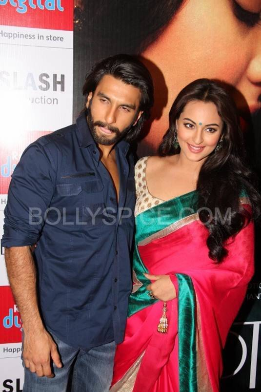 Ranveer and Sonakshi at Reliance Digital Iskcon Ahmedabad In Pictures: Ranveer Singh and Sonakshi Sinha visit Reliance Digital in Ahmedabad for Lootera