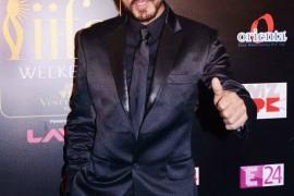 Shahrukh Khan at IIFA Rocks Green carpet02