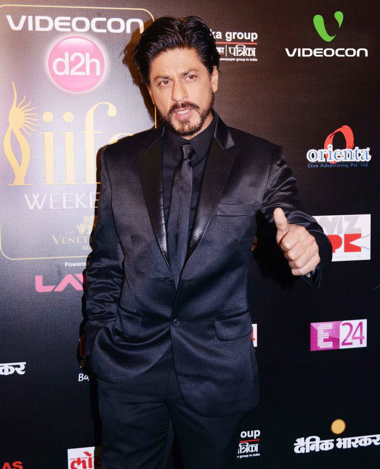 Shahrukh Khan at IIFA Rocks Green carpet02