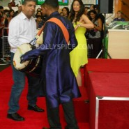 13aug CE Feltham07 185x185 Shah Rukh Khan and Deepika Padukone meet fans at Cineworld Feltham Exclusive Report