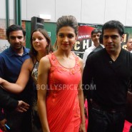 13aug CE Feltham12 185x185 Shah Rukh Khan and Deepika Padukone meet fans at Cineworld Feltham Exclusive Report