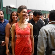 13aug CE Feltham13 185x185 Shah Rukh Khan and Deepika Padukone meet fans at Cineworld Feltham Exclusive Report