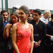 13aug CE Feltham14 185x185 Shah Rukh Khan and Deepika Padukone meet fans at Cineworld Feltham Exclusive Report