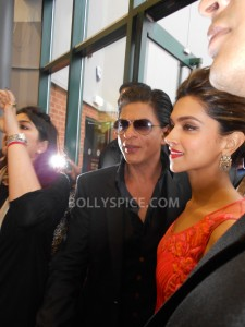 13aug CE Feltham23 225x300 Shah Rukh Khan and Deepika Padukone meet fans at Cineworld Feltham Exclusive Report