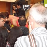 13aug CE Feltham28 185x185 Shah Rukh Khan and Deepika Padukone meet fans at Cineworld Feltham Exclusive Report