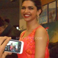 13aug CE Feltham42 185x185 Shah Rukh Khan and Deepika Padukone meet fans at Cineworld Feltham Exclusive Report
