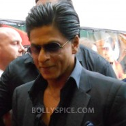 13aug CE Feltham43 185x185 Shah Rukh Khan and Deepika Padukone meet fans at Cineworld Feltham Exclusive Report