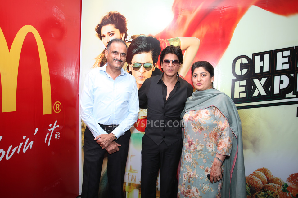 13aug CE SRK MeetDelhi05 In Pictures and Video: Meet and Greet with King Khan in Delhi for the Chennai Express McSpicy Meal