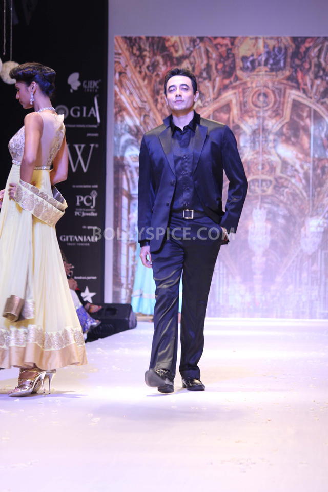 13aug Mantra IIJW01 Mantra walks the ramp at IIJW 2013