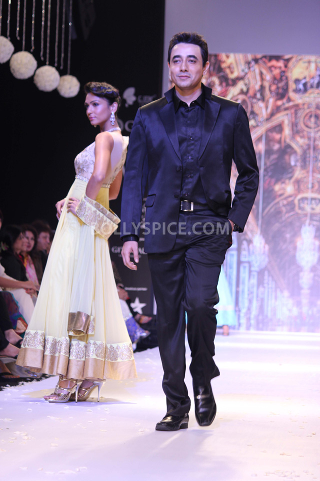 13aug Mantra IIJW02 Mantra walks the ramp at IIJW 2013