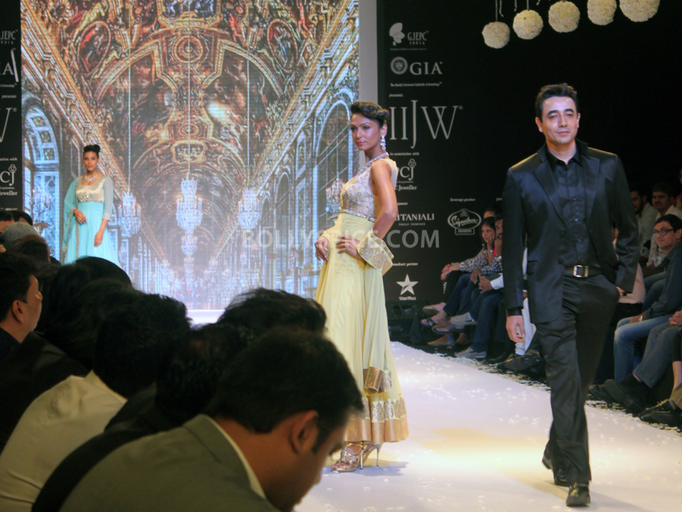 13aug Mantra IIJW07 Mantra walks the ramp at IIJW 2013