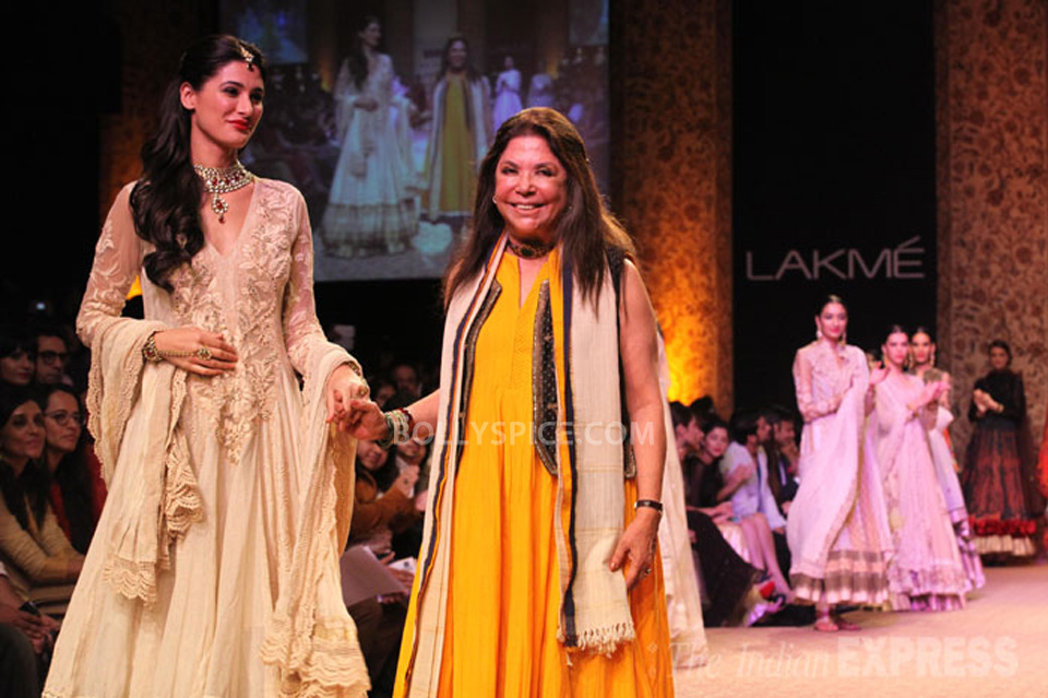 13aug Nargis RituLFW04 Nargis Fakhri walks the ramp for designer Ritu Kumar at LFW 2013