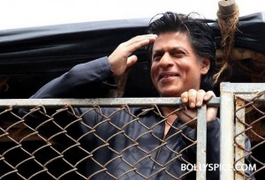 13aug SRK Eid02 300x204 I can't stop smiling, so I don't know. Until I stop smiling, till then I think the excitement hasn't settled down   Shah Rukh Khan