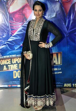 13aug ektaiftaar sonakshi Whos Hot Whos Not: Ekta Kapoor's Iftar Bash