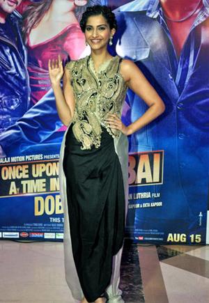 13aug ektaiftaar sonam Whos Hot Whos Not: Ekta Kapoor's Iftar Bash