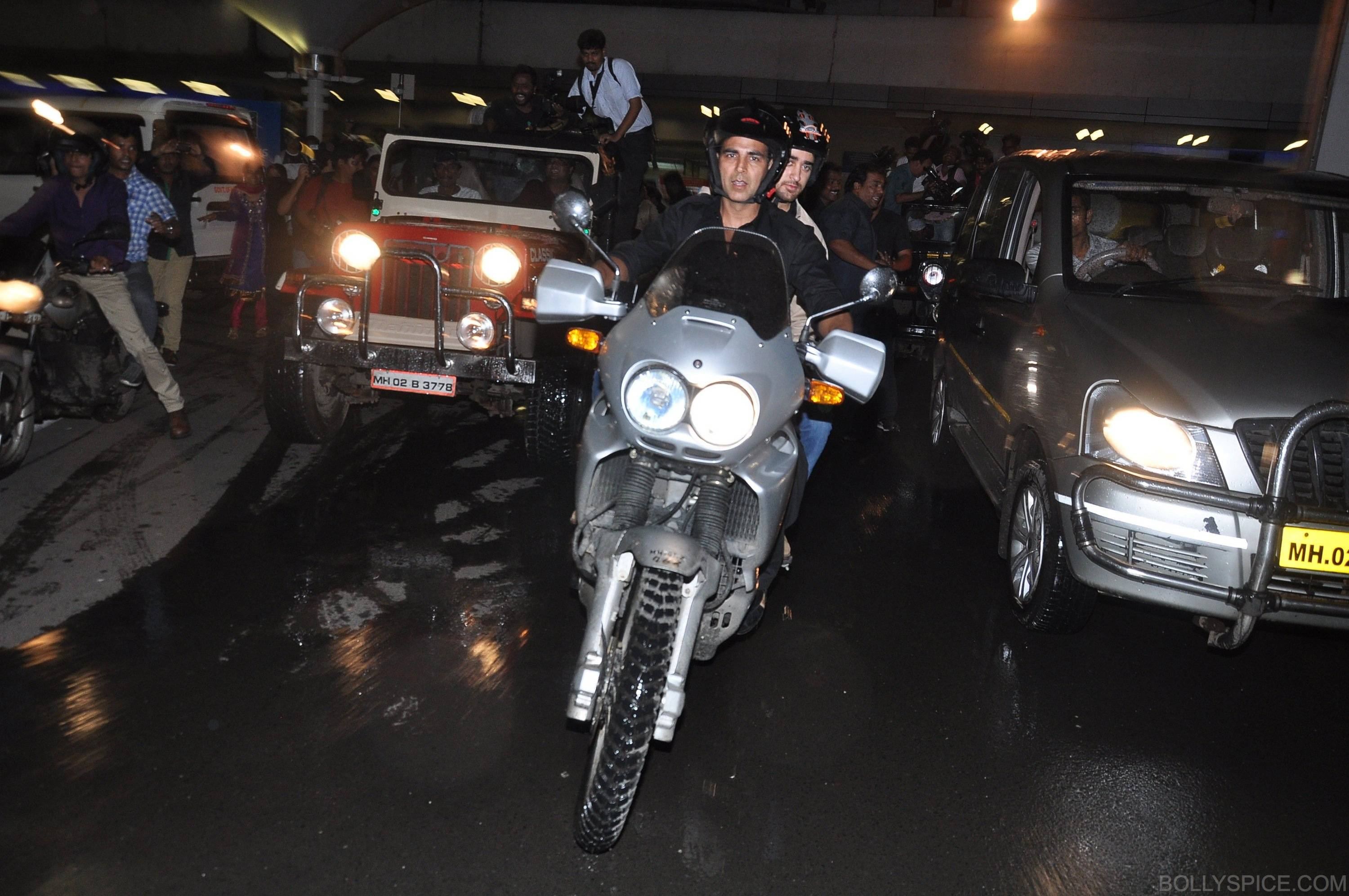 ak ik bike09 In Pictures: Akshay and Imran Ride Motorcycle to a OUATIMD Screening