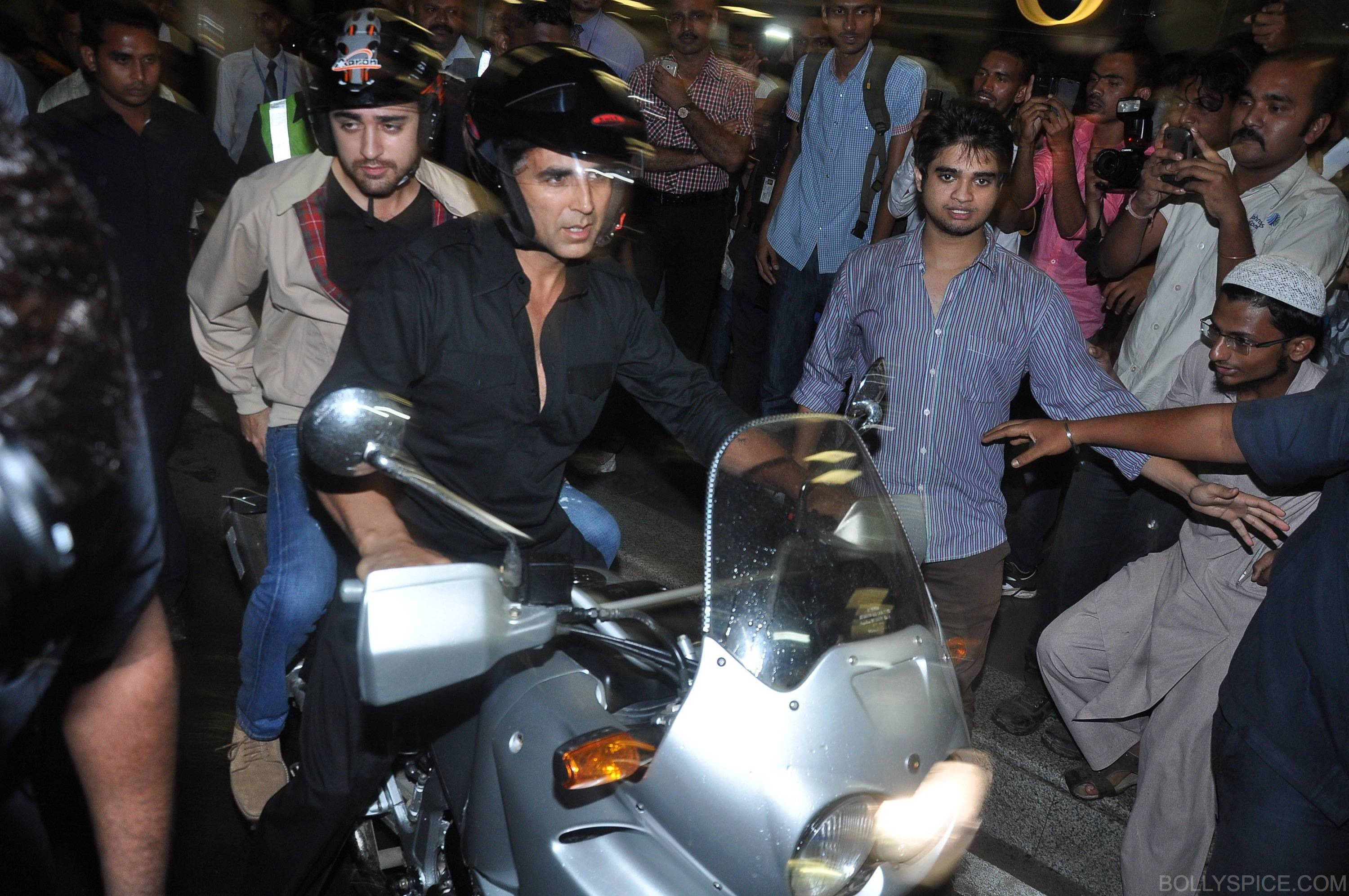 ak ik bike10 In Pictures: Akshay and Imran Ride Motorcycle to a OUATIMD Screening