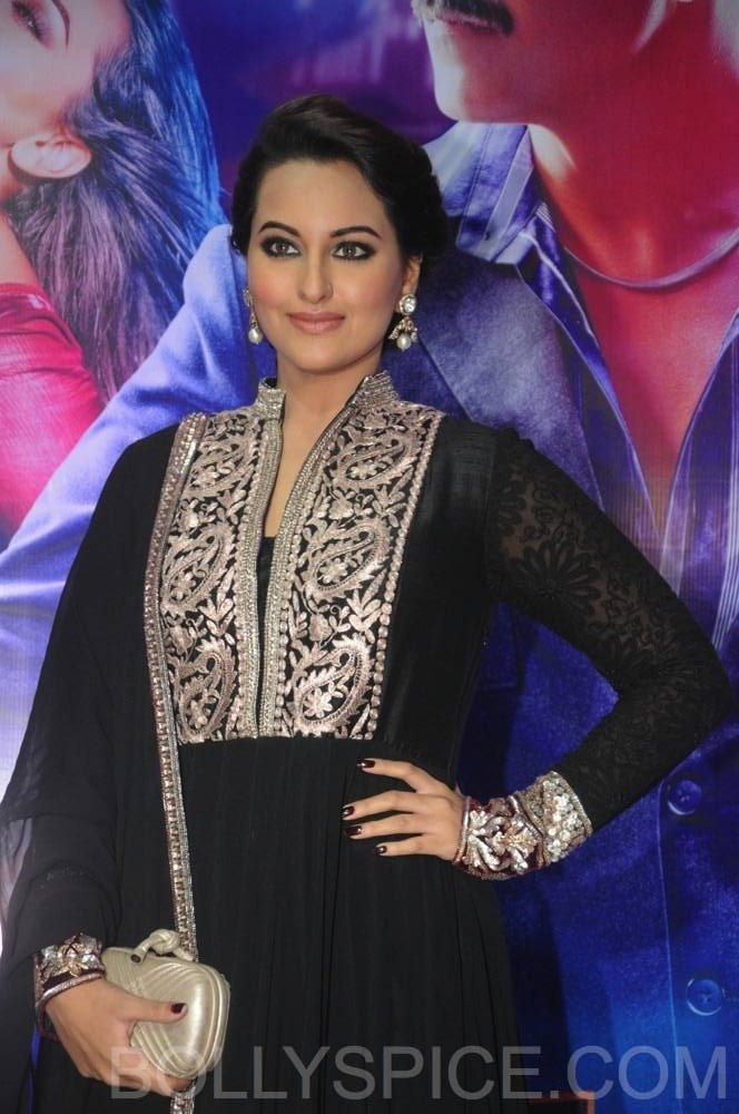 ouatimdiftaarparty06 e1376089950988 IN PICTURES: Celebs at the Once Upon A Time in Mumbai Dobaara Iftaar Party
