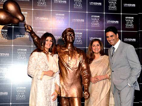 rajesh khanna statue Rajesh Khannas statue unveiled for Walk of the Stars in Bandra
