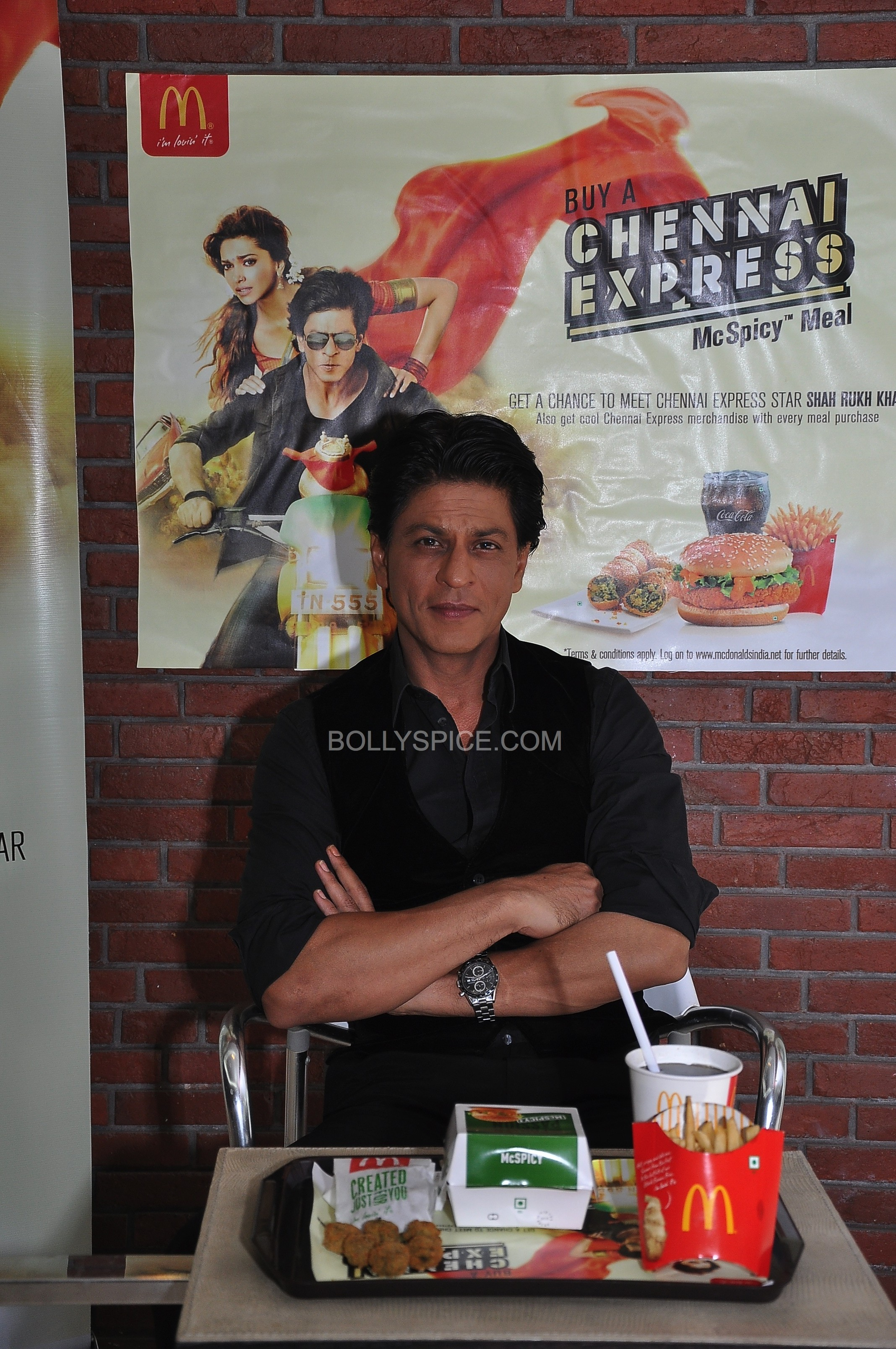 srkchennaiexpressmcdonalds06 e1375459042262 In Pictures and Video: Meet and Greet with King Khan in Delhi for the Chennai Express McSpicy Meal