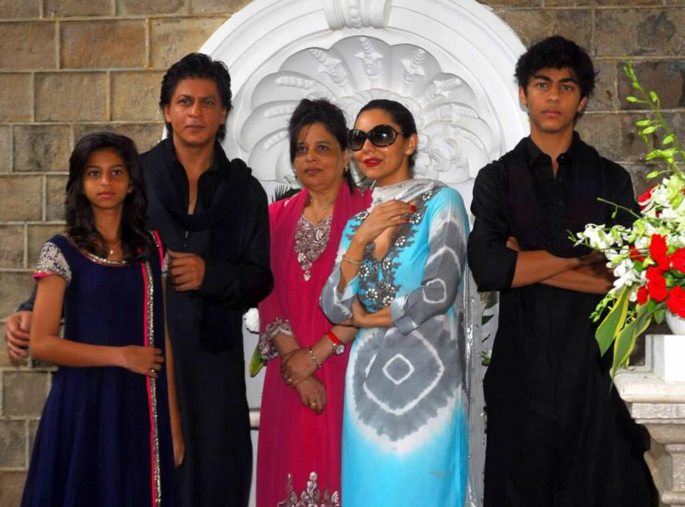 srkeid02 Shah Rukh Khans Eid celebrations with family and fans