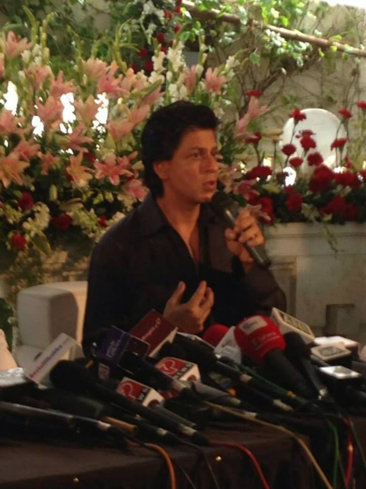 srkeid03 Shah Rukh Khans Eid celebrations with family and fans