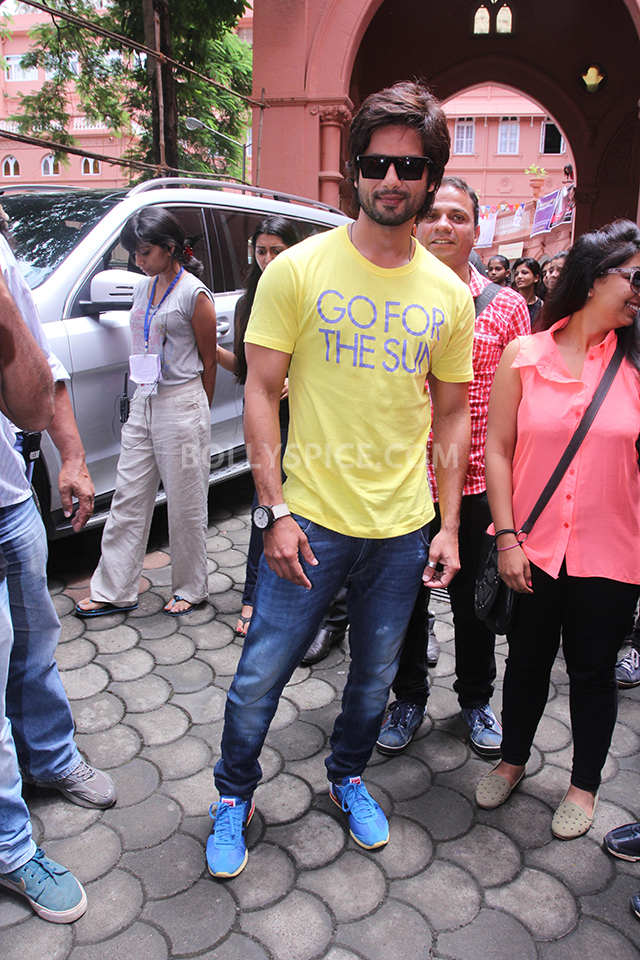 13sep ShahidKapoor Kaleidoscope01 Shahid Kapoor promotes his upcoming film at a college fest 'Kaleidescope'