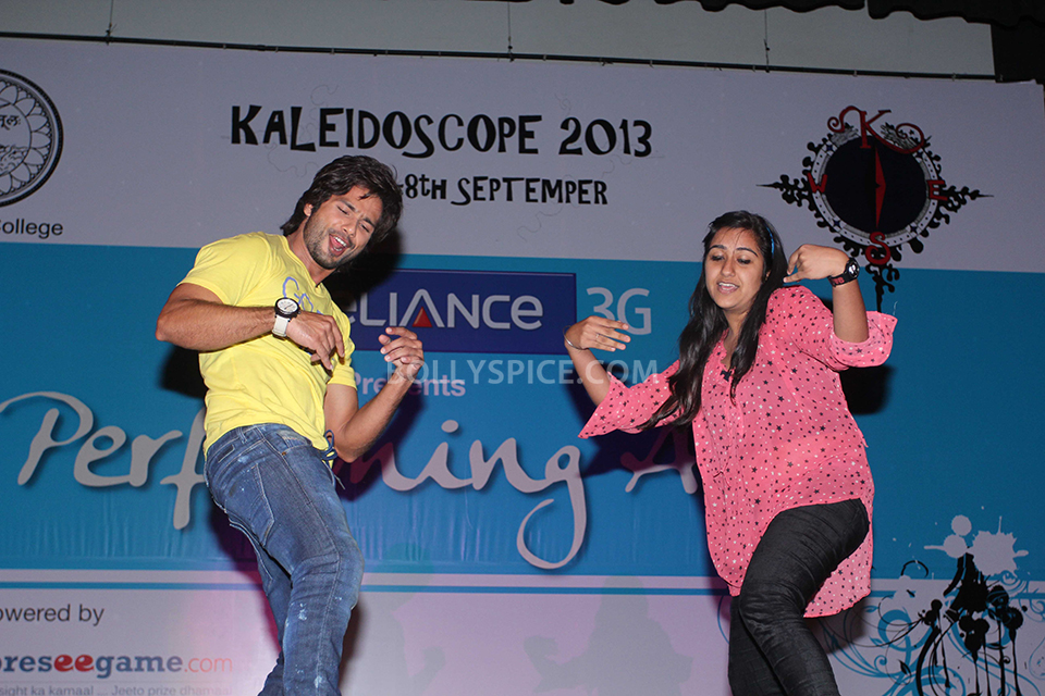 13sep ShahidKapoor Kaleidoscope03 Shahid Kapoor promotes his upcoming film at a college fest 'Kaleidescope'