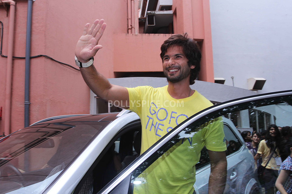 13sep ShahidKapoor Kaleidoscope04 Shahid Kapoor promotes his upcoming film at a college fest 'Kaleidescope'