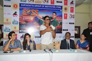 13oct AkshayBOSS Suryadutta01 300x199 Akshay Kumar visits Suryadatta Institute to promote his movie BOSS