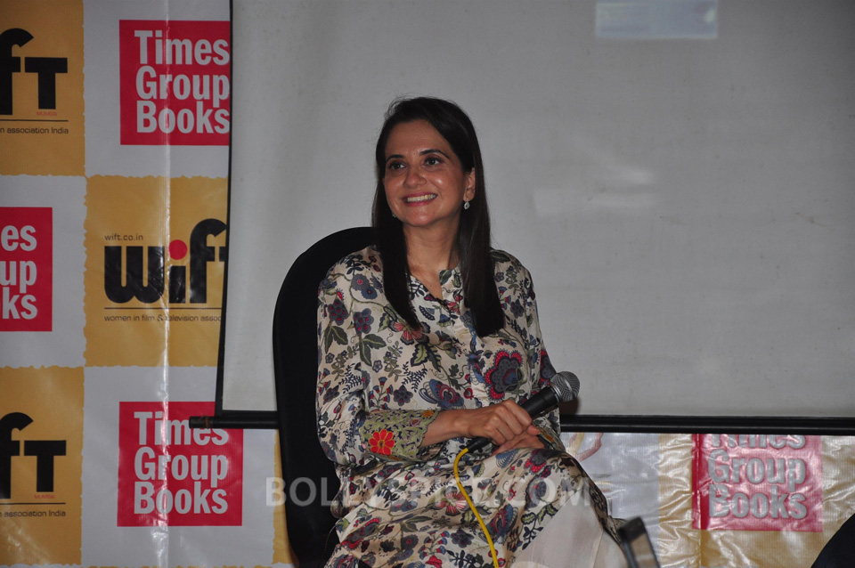 13oct Anupama ZoyaBook05 Anupama Chopra in conversation with Zoya Akhtar for her book launch