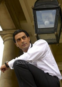 13oct ArjunOfficialFacebookPage 214x300 Arjun Rampal launches his Official Facebook Page