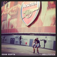 13oct EshaGupta Arsenal02 185x185 Esha Gupta enjoys London and turns photographer for a day!