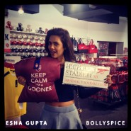 13oct EshaGupta Arsenal05 185x185 Esha Gupta enjoys London and turns photographer for a day!