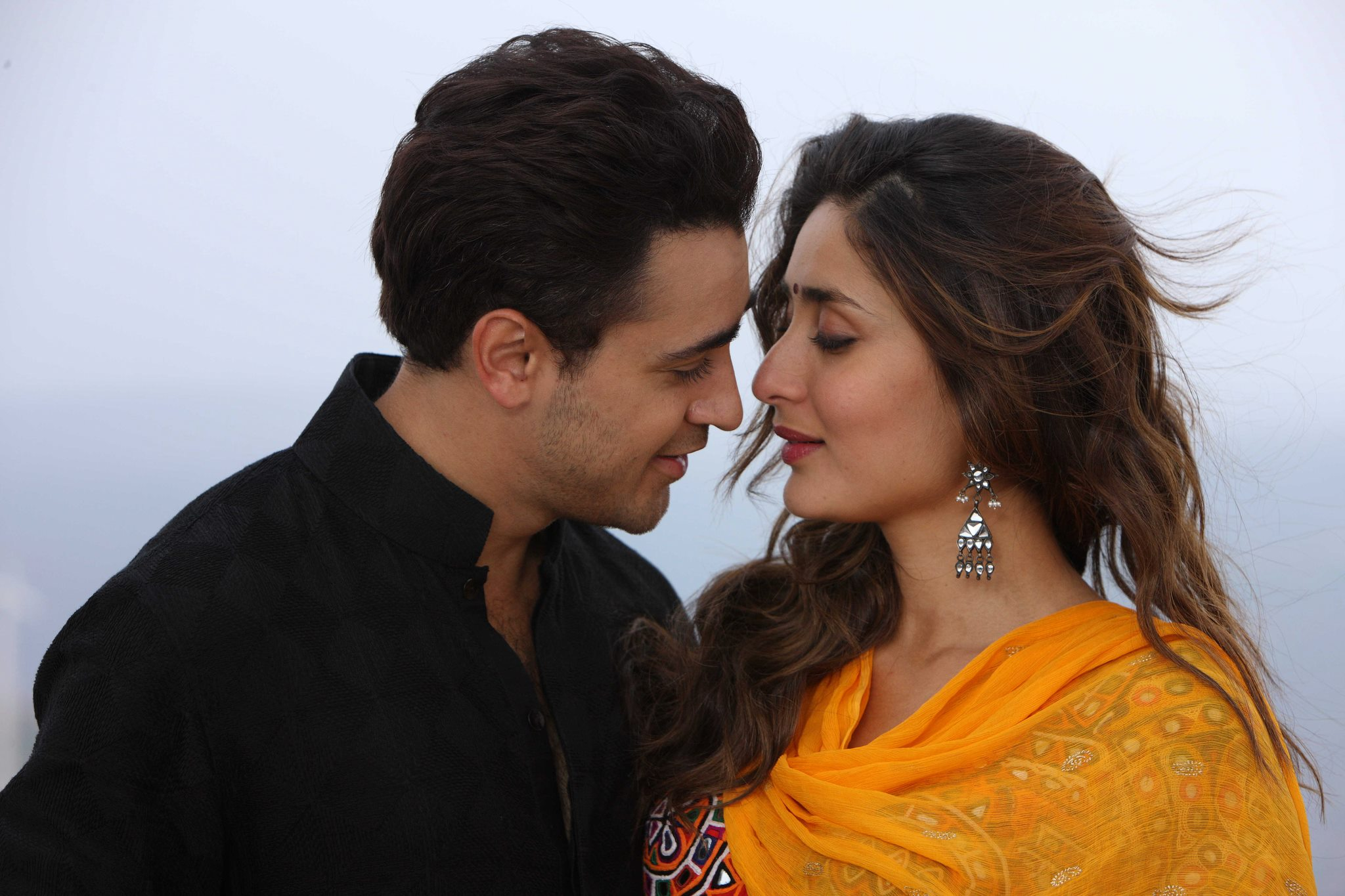 13oct GTPM still27 Gori Tere Pyaar Mein   Stills, Synopsis and More!