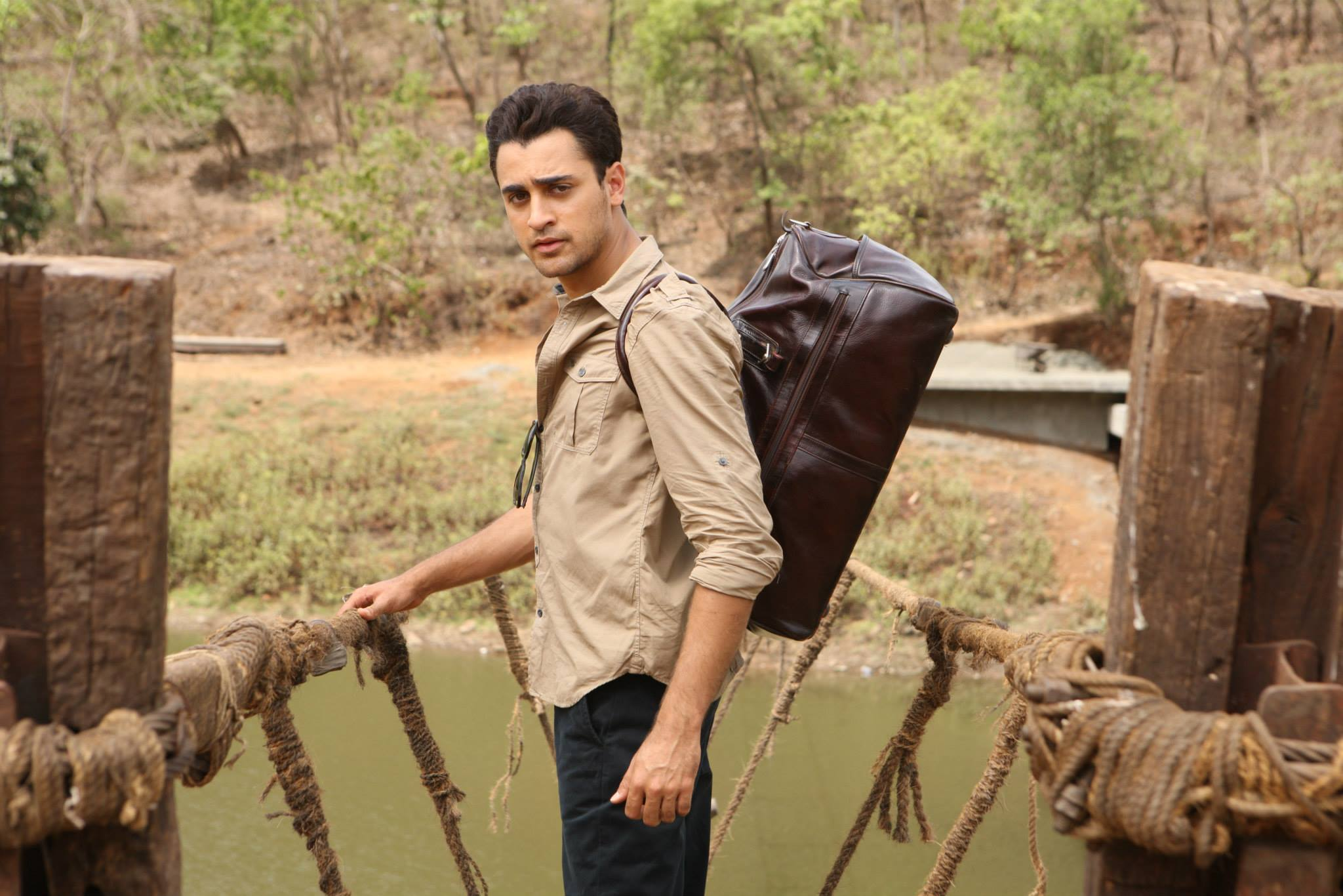 13oct GTPM still37 Gori Tere Pyaar Mein   Stills, Synopsis and More!
