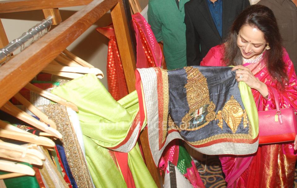 13oct HemaMalini SarvamShashvatam04 Hema Malini inaugurates Art and Couture exhibition Sarvam Shashvatam