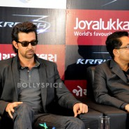 13oct Hrithik JoyAlukkas Krrish03 185x185 IN PICTURES: Hrithik Roshan promoting with Joyalukkas Krrish 3 in Ahmedabad, Gujarat