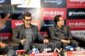 13oct Hrithik JoyAlukkas Krrish04 300x199 Hrithik Roshan Talks All Things Krrish at the Joy Alukkas Launch in Ahmedabad
