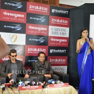 13oct Hrithik JoyAlukkas Krrish06 185x185 IN PICTURES: Hrithik Roshan promoting with Joyalukkas Krrish 3 in Ahmedabad, Gujarat