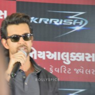 13oct Hrithik JoyAlukkas Krrish09 185x185 IN PICTURES: Hrithik Roshan promoting with Joyalukkas Krrish 3 in Ahmedabad, Gujarat