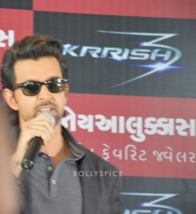 13oct Hrithik JoyAlukkas Krrish09 275x300 Hrithik Roshan Talks All Things Krrish at the Joy Alukkas Launch in Ahmedabad