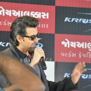 13oct Hrithik JoyAlukkas Krrish11 185x185 IN PICTURES: Hrithik Roshan promoting with Joyalukkas Krrish 3 in Ahmedabad, Gujarat