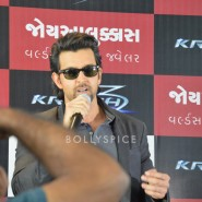 13oct Hrithik JoyAlukkas Krrish12 185x185 IN PICTURES: Hrithik Roshan promoting with Joyalukkas Krrish 3 in Ahmedabad, Gujarat
